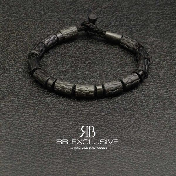 Carbon armband SPORT collectie model Nero- RB EXCLUSIVE handgemaakte carbon sieraden en accessoires van Nederlandse bodem