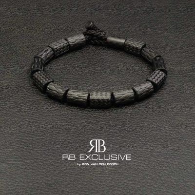 Carbon armband SPORT collectie model Nero1- RB EXCLUSIVE handgemaakte carbon sieraden en accessoires van Nederlandse bodem