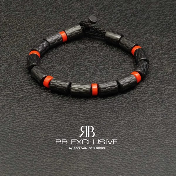 Carbon armband SPORT collectie model Rosso- RB EXCLUSIVE handgemaakte carbon sieraden en accessoires van Nederlandse bodem