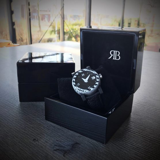 Carbon horloge Checkered Flag in box by RB EXCLUSIVE