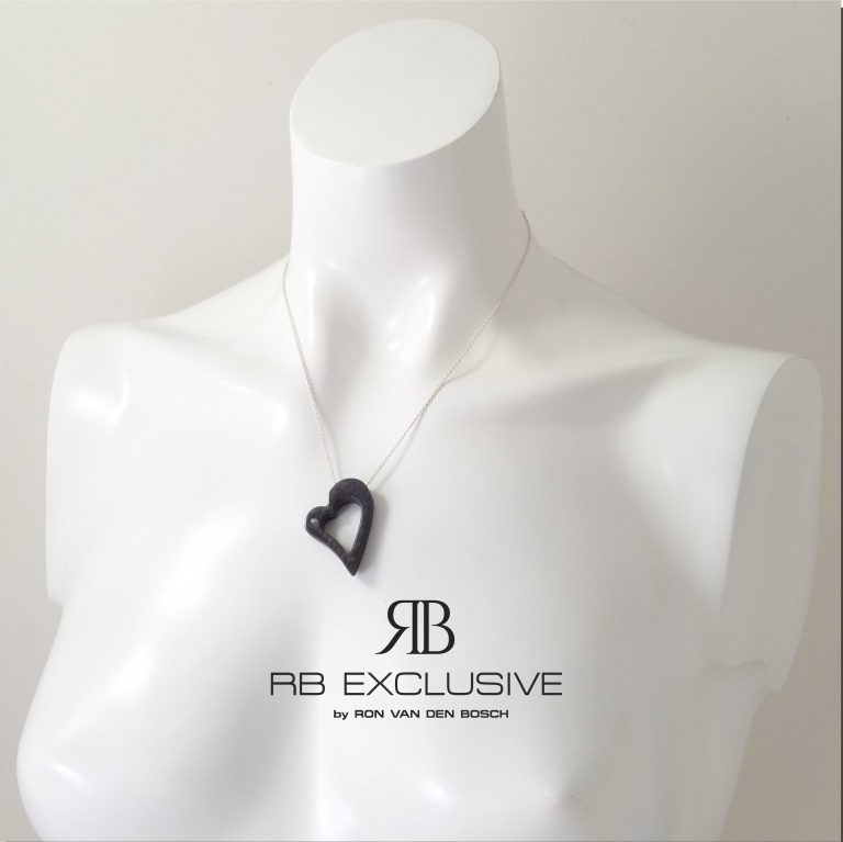 Diamant sieraad hanger model Cuore Grande – torso – by RB EXCLUSIVE