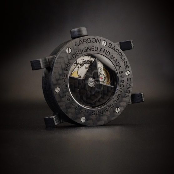 Open achterzijde carbon horloge met Zwitsers automatisch uurwerk by RB EXCLUSIVE
