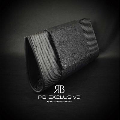 Pre Diamond Clutch handgemaakt van carbon en leder zij aanzicht by RB EXCLUSIVE