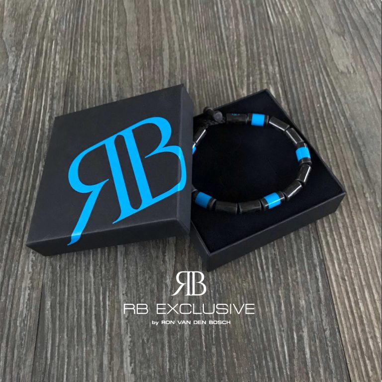 Carbon Armband Blue Cinque in verpakking