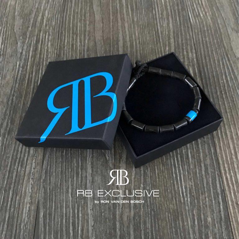 Carbon Armband Blue Uno met verpakking