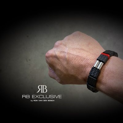 Carbon Armband Power On 1