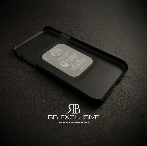 iPone Xr cover customized met carbon binnenzijde by RBEXCLUSIVE.JPG